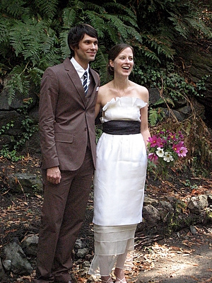 Simple_dress_wedding_couple_2